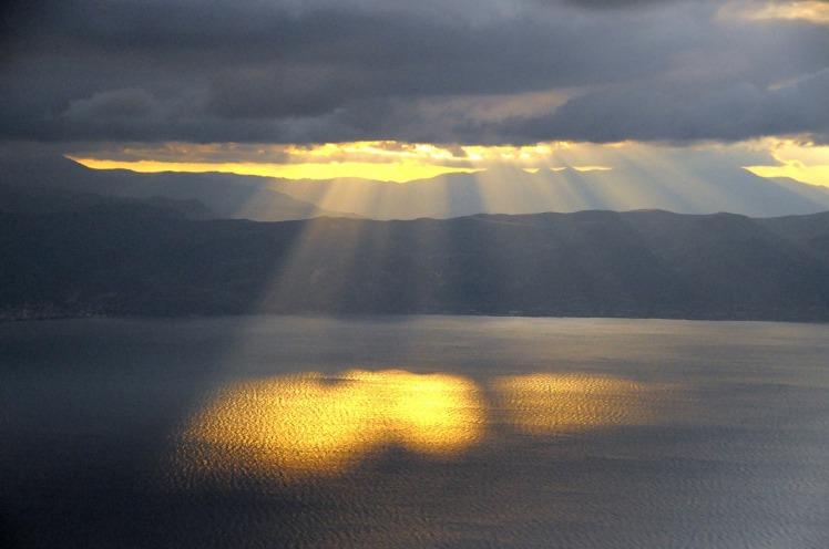 sun-rays-182170_1280.jpg